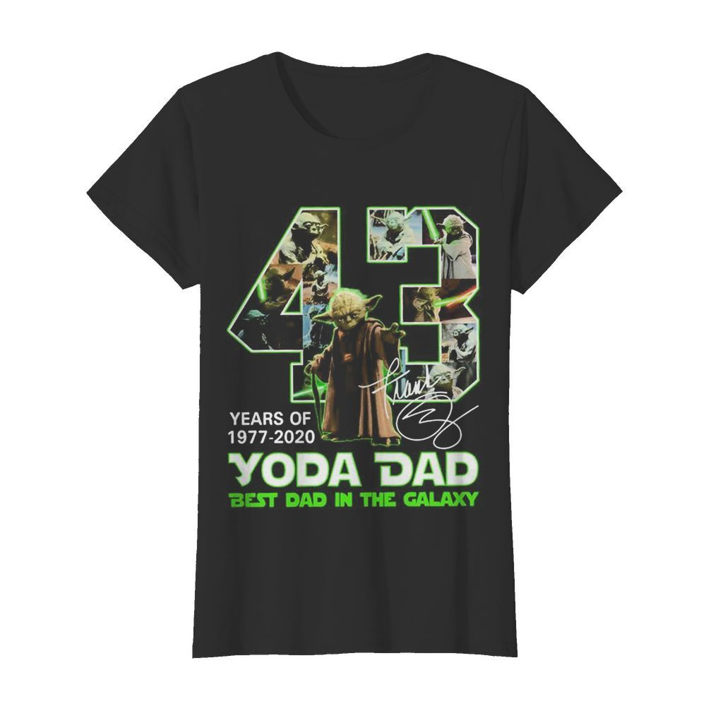 Yoda Dad 43 years of 1977 2020 best Dad in the Galaxy signature  Classic Women's T-shirt