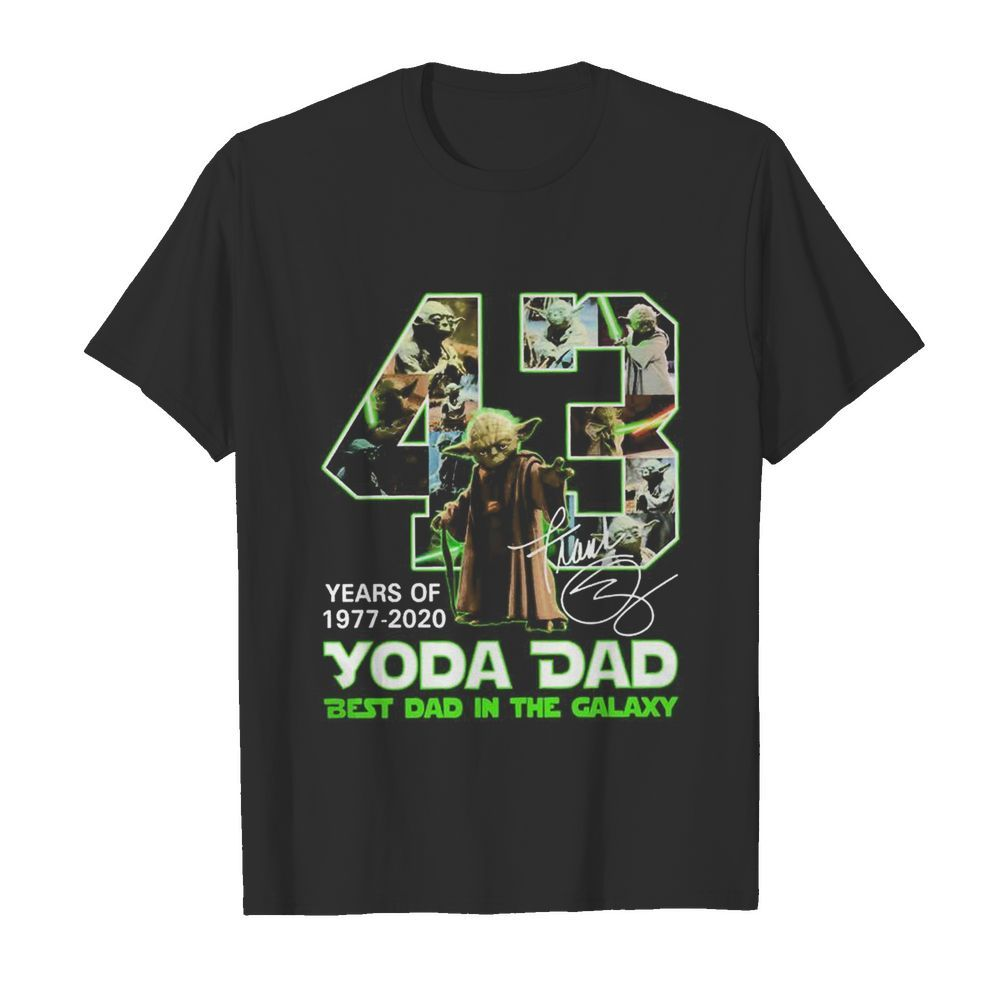 Yoda Dad 43 years of 1977 2020 best Dad in the Galaxy signature  Classic Men's T-shirt
